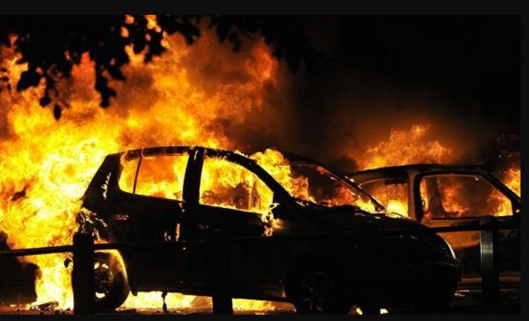 «Не заметили исчезновение ребенка»: 2-летняя девочка заживо сгорела в машине отца