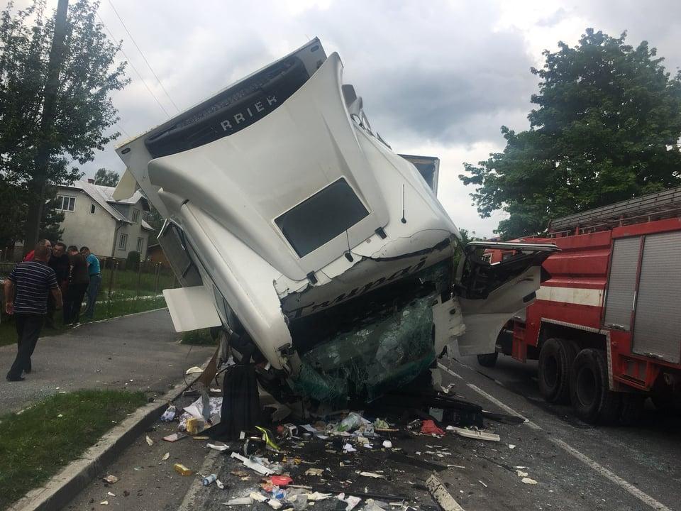 «Тело вырезали из грузовика»: На Львовщине произошло масштабное смертельное ДТП