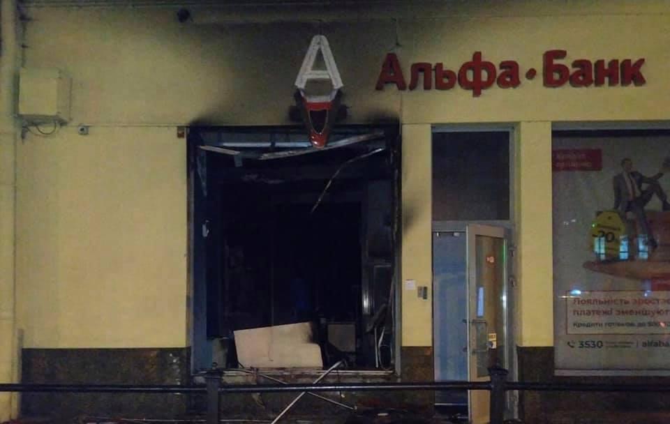 Скорее всего отделения подожгли: В центре Львова сгорел банк