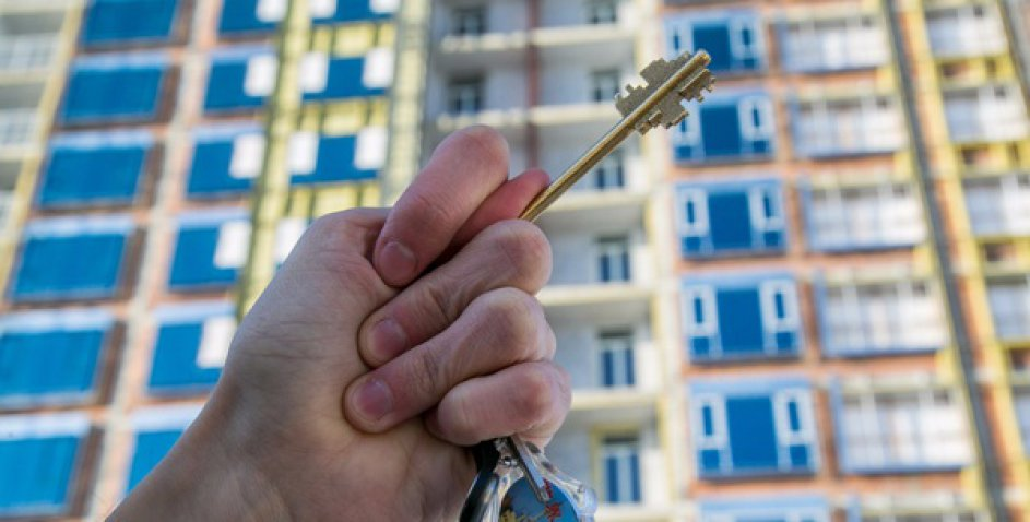 Отжимал жилье у пенсионеров: журналист раскрыл коррупционную схему топ-чиновника из КГГА