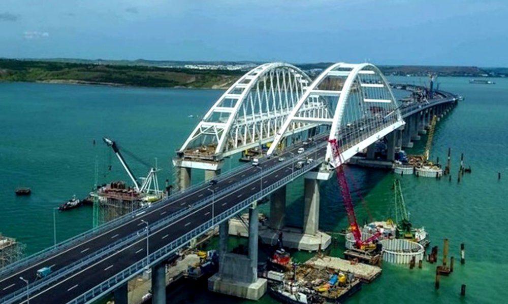 Чтобы не упал? Оккупанты ввели жесткое ограничение для Крымского моста
