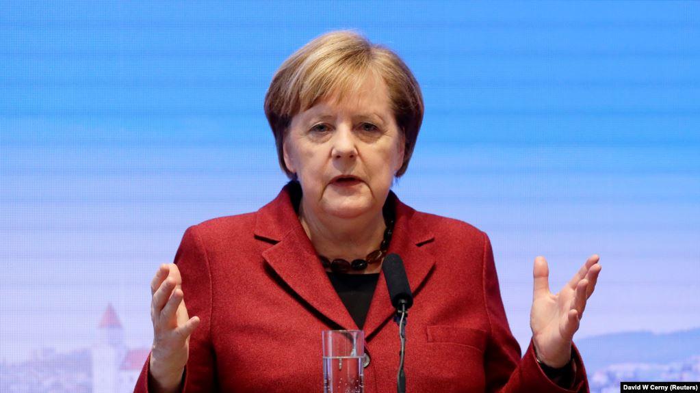 «Тесный контакт»: Зеленский провел телефонный разговор с Меркель. Первое заявление
