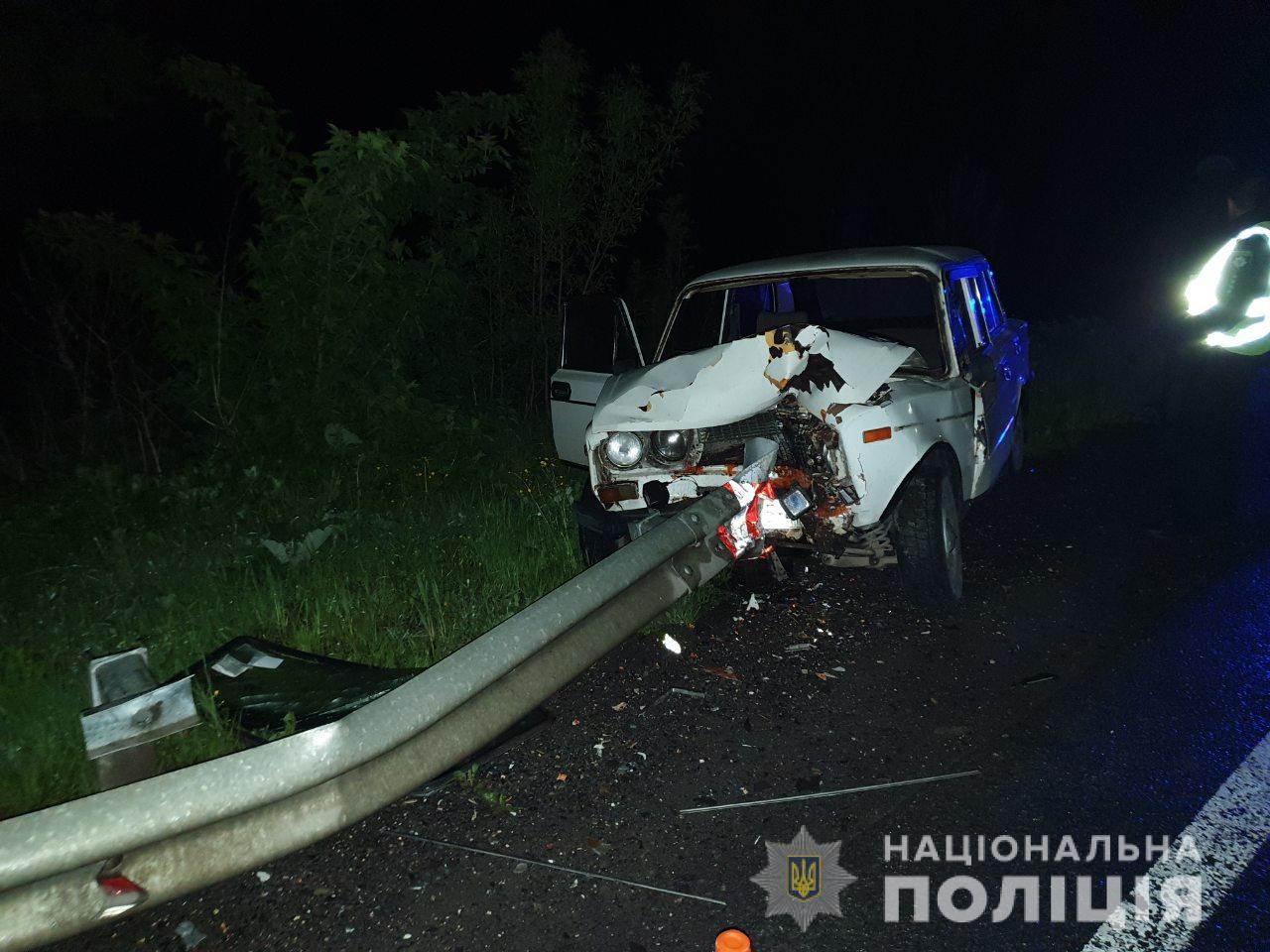 «У водителя просто не было шансов»: Смертельное ДТП на Львовщине. Автомобиль проткнул отбойник