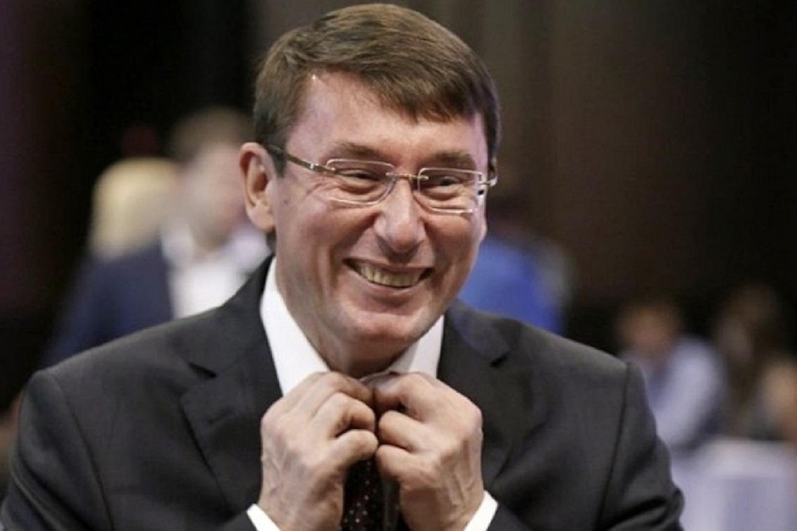 «Не везет Украине с генпрокурорами»: В Раде активно собирают подписи за отставку Луценко. После разговора с Зеленским?