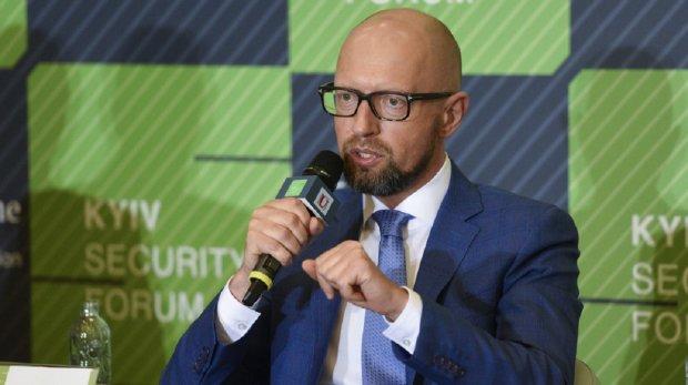 «Чтобы не мозолить глаза украинцам»: Яценюк и «Народный фронт» не пойдут на парламентские выборы