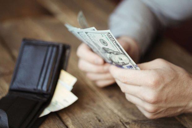 Доллар снова пугает ростом: курс валют на 26 мая