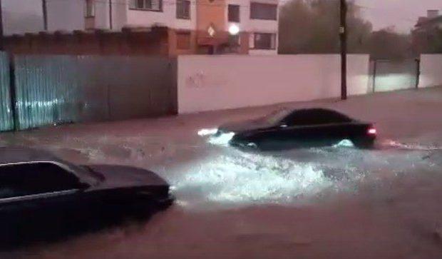 Не Винница, а настоящая Венеция: Вечерний ливень превратил город в водные каналы