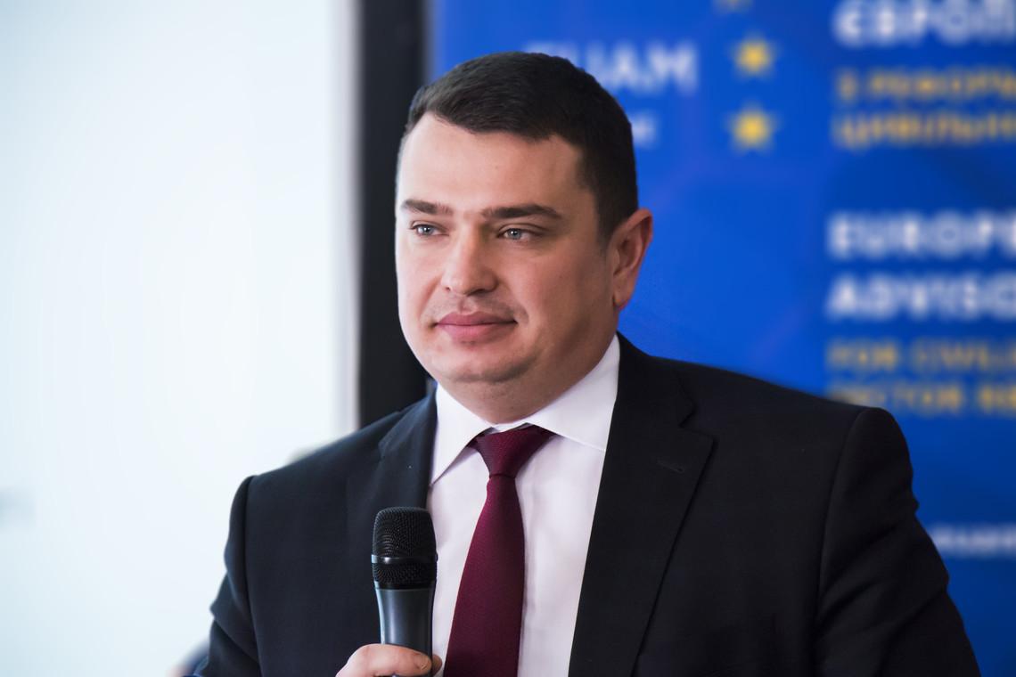 «Некоторые очень и очень абсурдны» Глава НАБУ прокомментировал иск против него и Порошенко