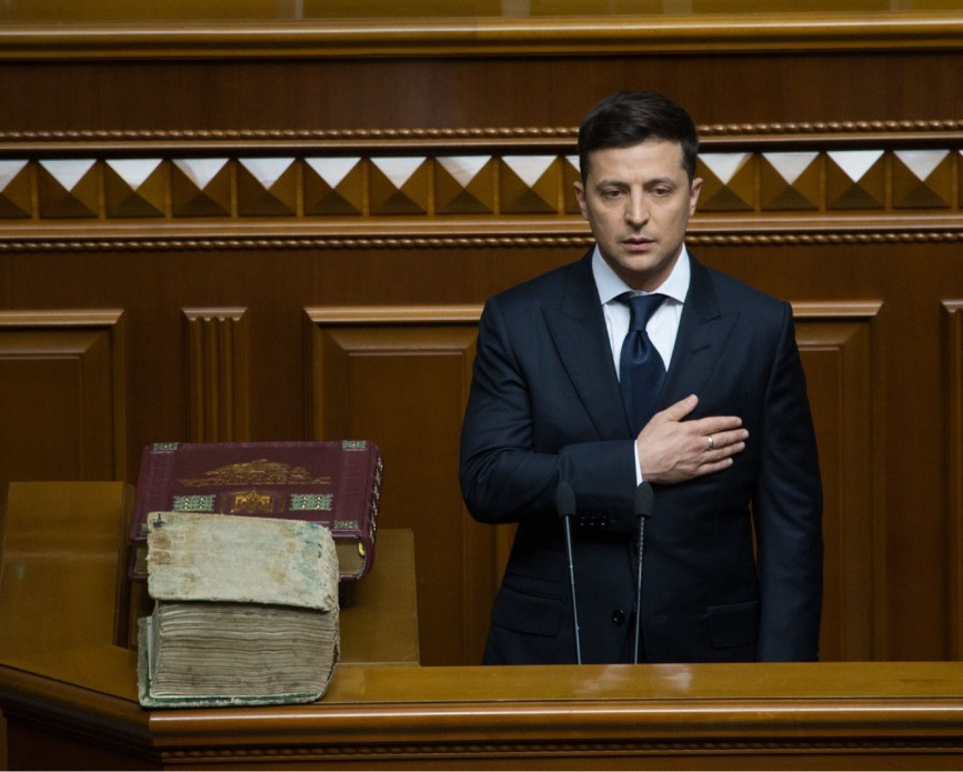 Владимир Зеленский принял полномочия верховного главнокомандующего