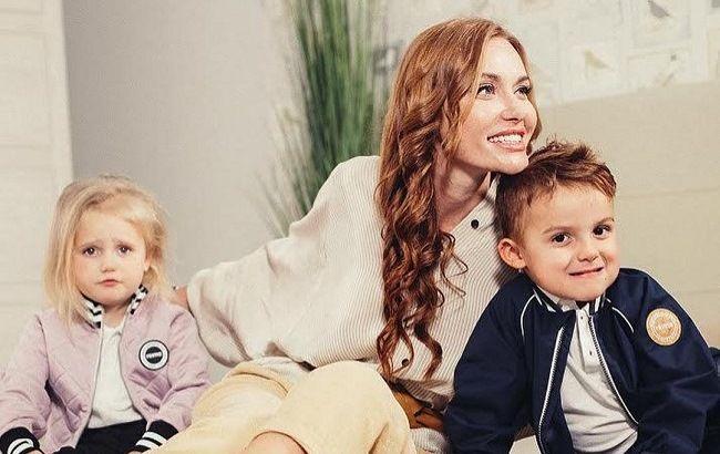 Слава из НеАнгелов умилила фанатов милыми фото с прогулки с мамой и детьми