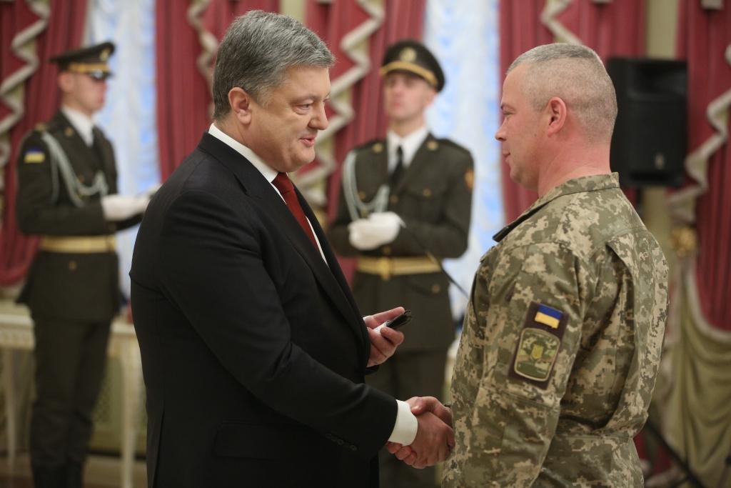 Больше не Наев: Порошенко назначил нового командующего ООС, что о нем известно