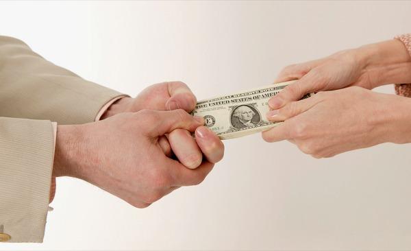 Автоматические аресты и списания: нововведение в уплату алиментов. Что нужно знать?