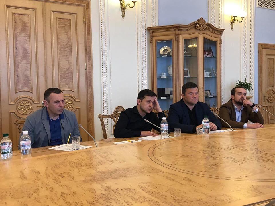 Их было трое: стало известно, кто сопровождал Зеленского на встречу в Верховной Раде