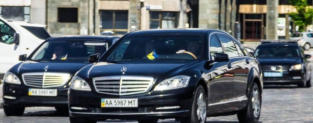 Порошенко приехал в Раду, где лидеры фракций согласовывают дату инаугурации Зеленского