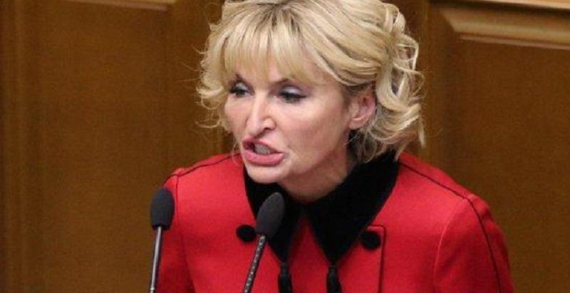 «Когда ты жена генпрокурора»: Ирина Луценко отправилась за границу в куртке стоимостью 3000 евро