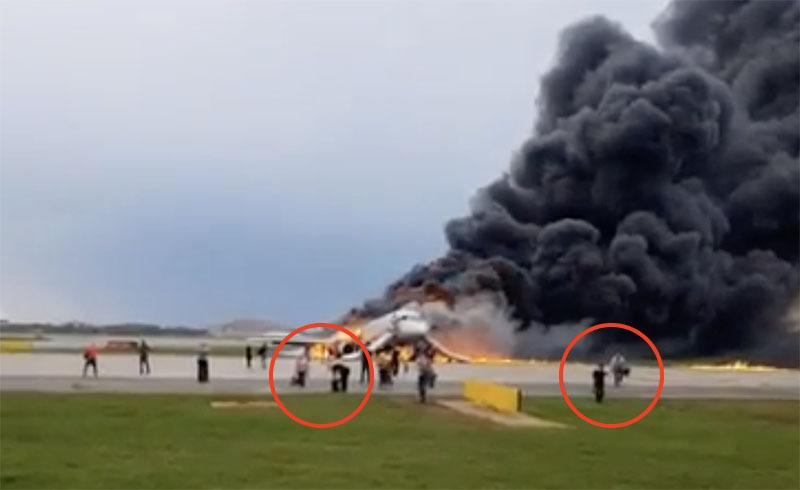 «Спасали из ада свое барахло»: россияне шокированы пассажирами сгоревшего самолета в «Шереметьево»