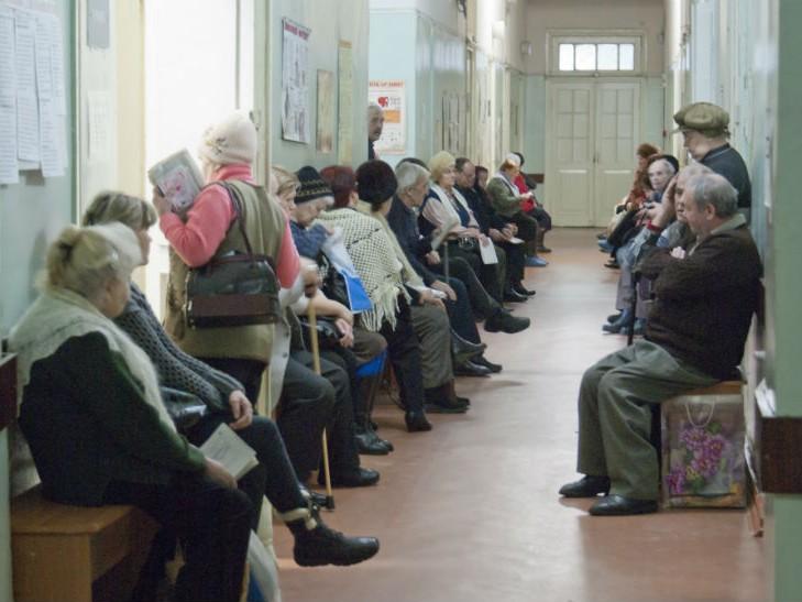 Не дождалась: В Киеве женщина умерла прямо под кабинетом врача, пока ждала своей очереди