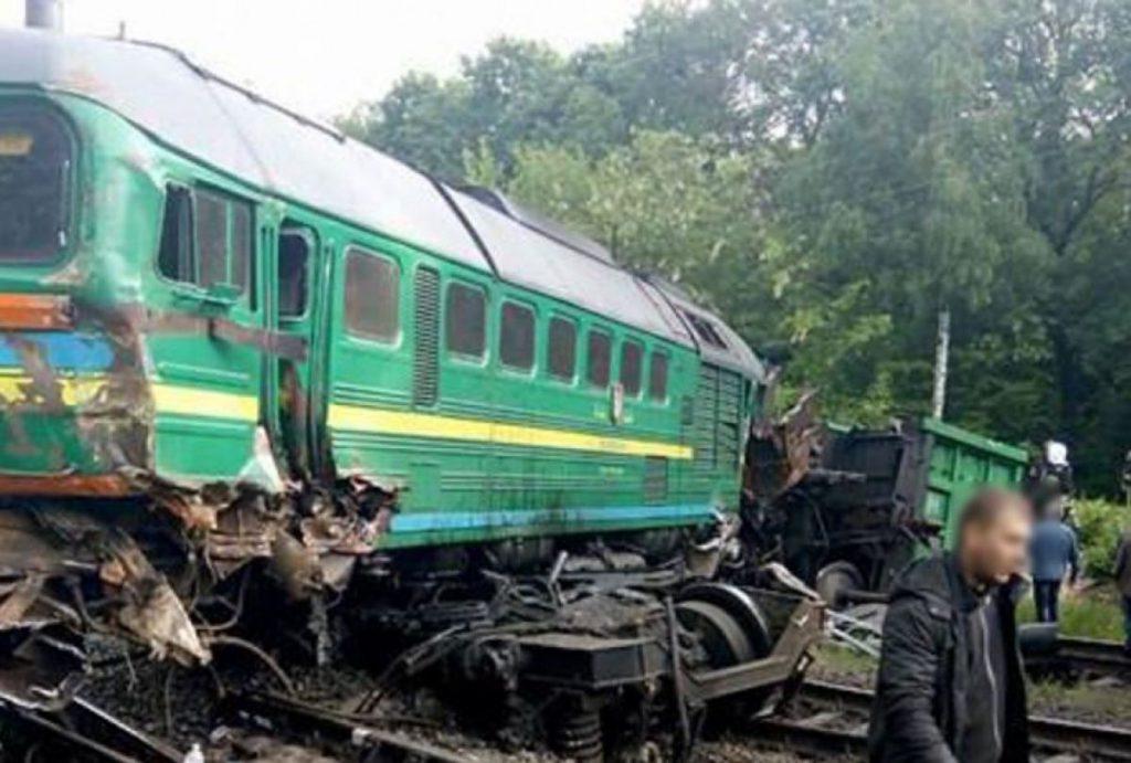 Внутрь вагона влетела металлическая деталь: трагедия на железной дороге во время движения электрички