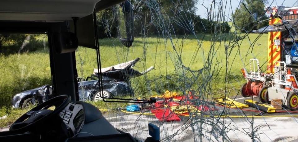Сила удара снесла в кювет: Автобус со школьниками попал в аварию, пострадали 23 человека