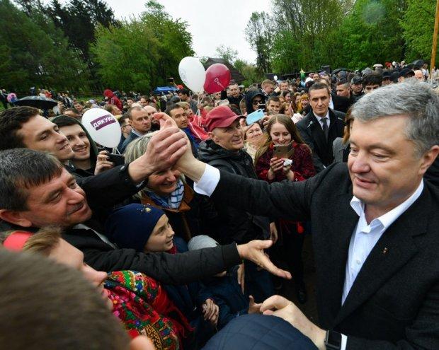 «Украинцы есть только на Львовщине» Порошенко разозлил своей речью. Ораторство исчезло вместе с удостоверением президента