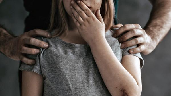 Издевался над ней 2 суток: 14-летняя девочка пробыла в плену у насильника 2 дня