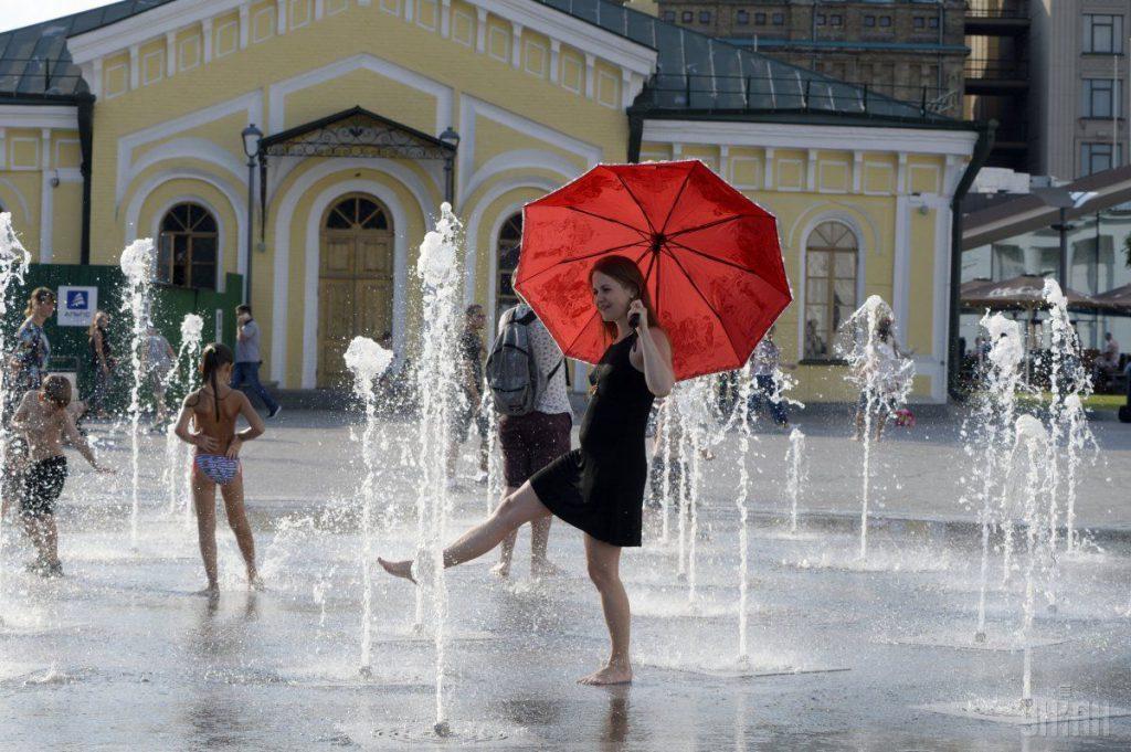 Изнуряющая жара и шквальные грозы: прогноз погоды в Украине на выходных