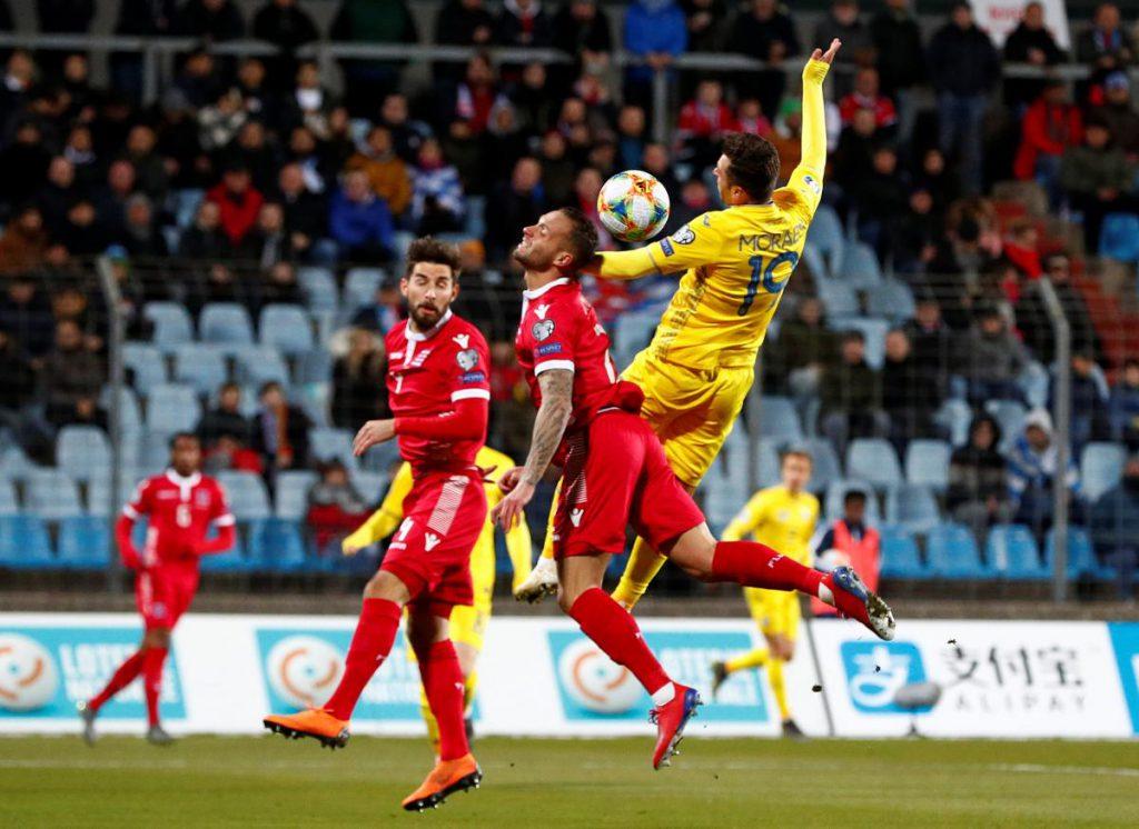 Началось задымление в самолете Люксембург трудом добрался во Львов на игру с Украиной