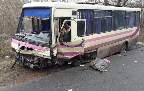 Лоб-в-лоб с грузовиком: 15 человек пострадали в результате жуткой ДТП в Харькове