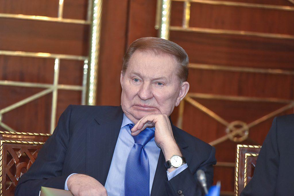 Кучма заявил, что вопрос про освобождение украинский военнопленных постепенно «начнет решаться»