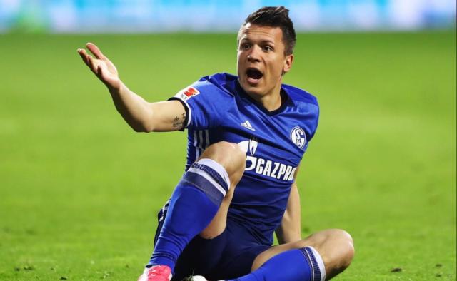 «Ему следует искать новый клуб»: Евгения Коноплянку официально выставили за дверь с немецкого «Шальке»