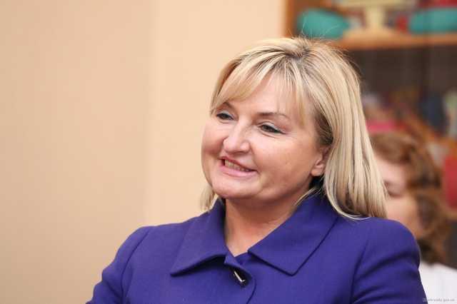 «Я очень много шью»: Ирина Луценко пришла на работу в туфлях за $595