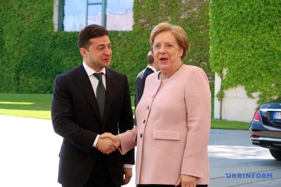 «Дрожали руки и тело» Что происходило с Меркель во время официальной встречи с Зеленским