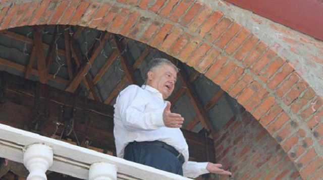 «Взобрался на колокольню и произнес речь»: Порошенко на Волыни разозлил своим поведением