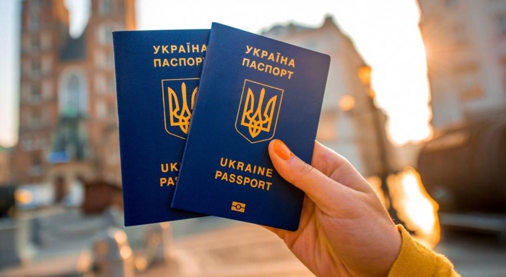 «Просто и быстро»: Как оформить заграничный биометрический паспорт в Украине в 2019 году