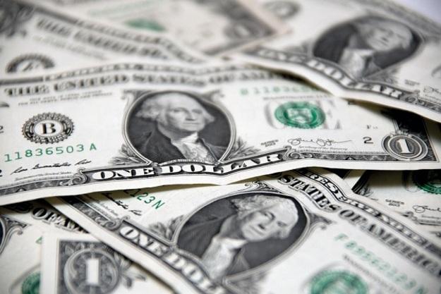 Доллар радует больше, чем лето: Курс валют на 2 июня