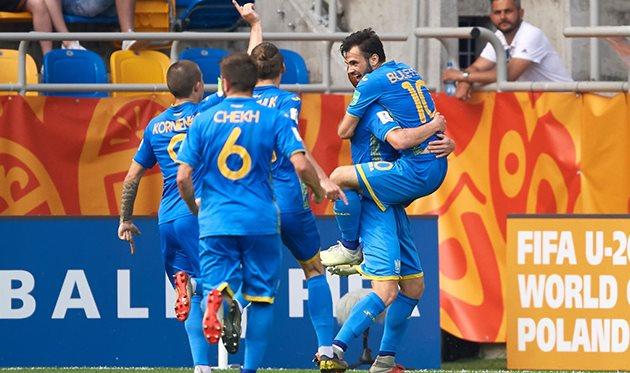 Таких наград украинские футболисты еще не получали: кипер сборной Украины получил золотую перчатку