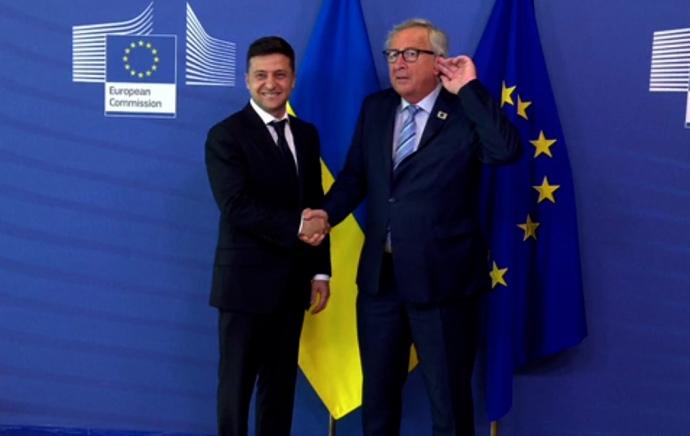 «Новый друг лучше старого»: Юнкер провел встречу с Зеленским и потролил Порошенко