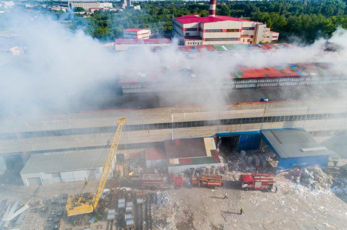 Горят рулоны: В Днепре загорелся завод по изготовлению туалетной бумаги