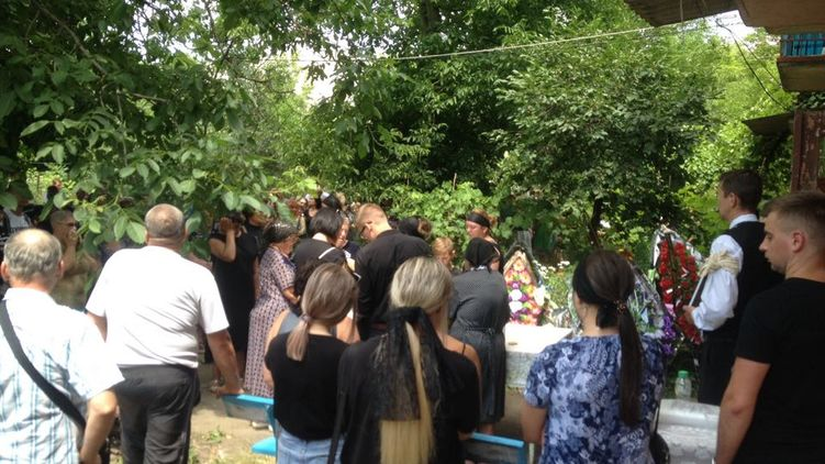 В последние секунды мама горестно кричала: в Ивановке похоронили Дашу Лукьяненко