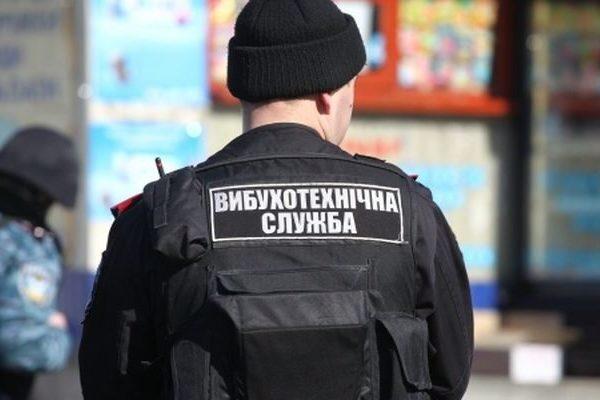 В метро закрыты вход и выход, а Раду обыскивают: Киев снова минируют, что произошло?