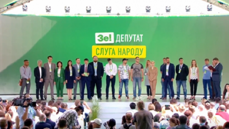 «Не соответствует нашим критериям»: Из партии «Слуга народа» исключили двух кандидатов. Тусовщица и телеведущий в пролете