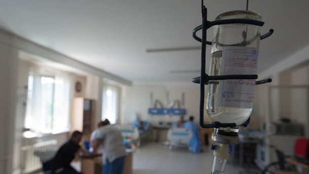 Более полусотни человек в клинике, шестеро из них — дети: во Львове состоялось массовое отравление