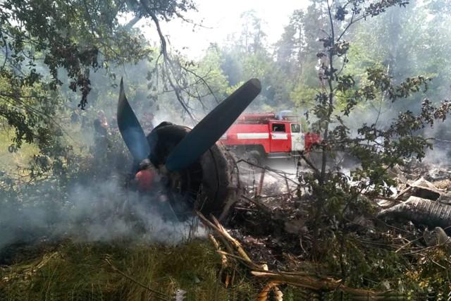 Под Полтавой страшная катастрофа: самолет упал вблизи села и полностью сгорел, в середине были люди