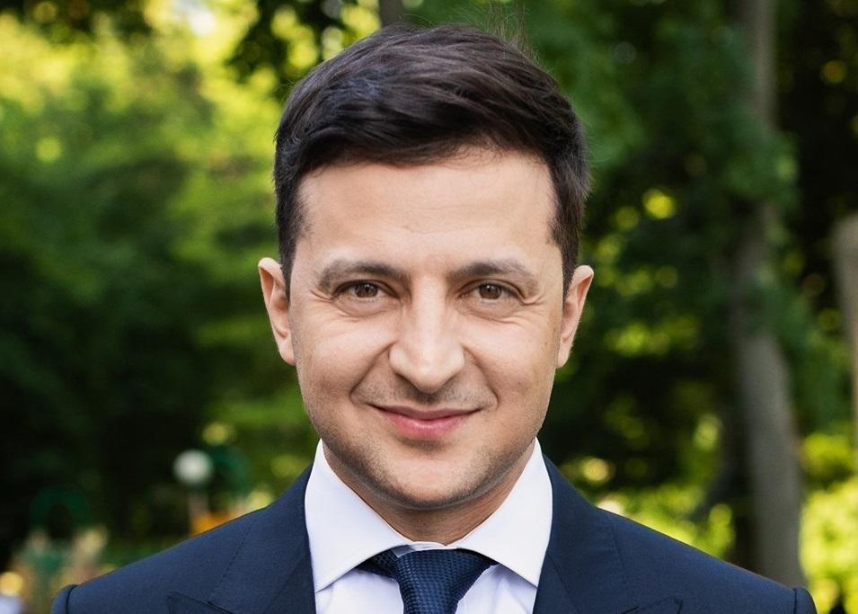 Знать, соблюдать, уважать: Зеленский поздравил украинцев с Днем Конституции и устроил флешмоб