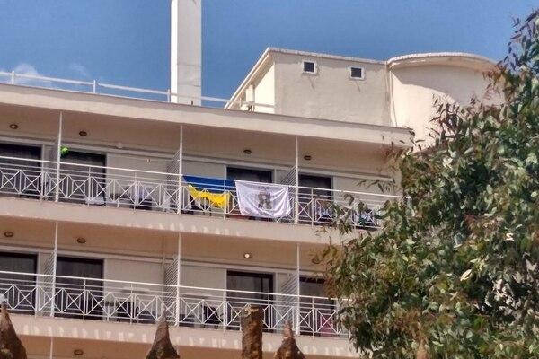 «Как же мы ненавидим вас»: Украинских детей выгнали из отеля в Греции. Просто возмутительно!
