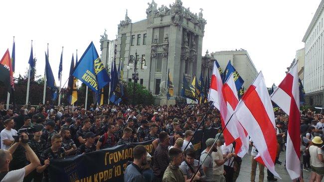 «Что нам еще сделать?»: Нацкорпус пикетировал АП. Главные требования