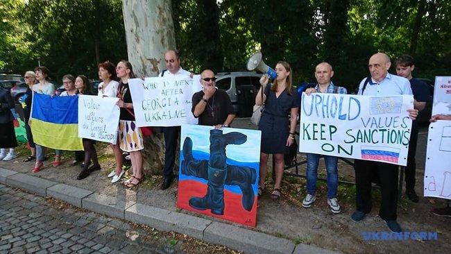 «Удар в спину» Под Советом Европы прошел пикет против возвращения России в ПАСЕ