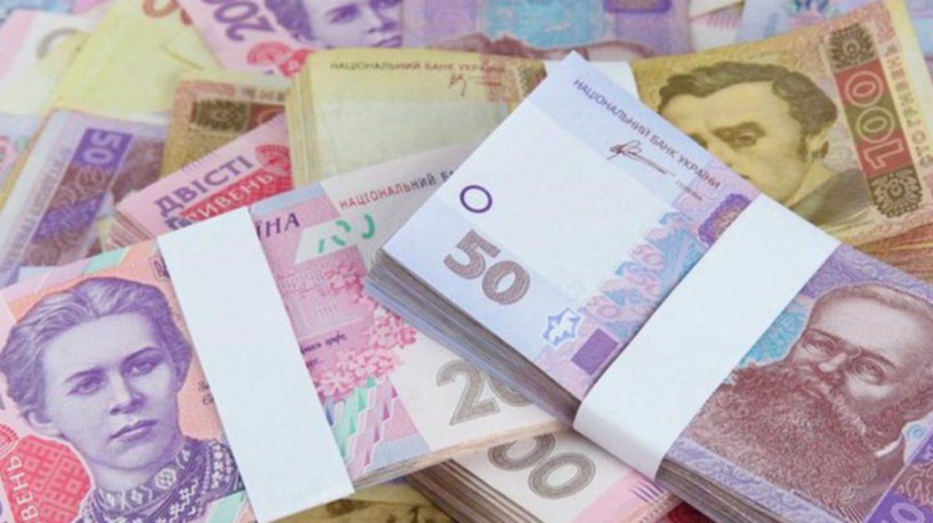 Зарплаты украинцев растут: Госстат опубликовал новые данные доходов граждан
