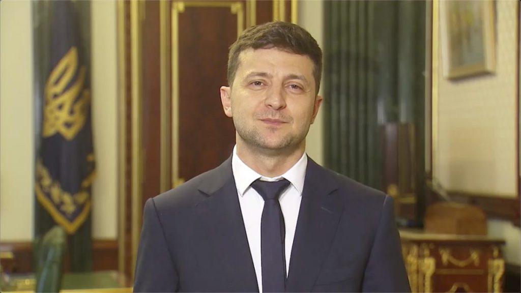 «Надо было вас взять в список? Все чисто?»: Зеленский вступил в новую перепалку с журналисткой