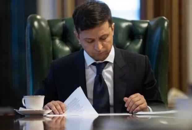 «Нашел замену»: Зеленский уволил очередного чиновника, которого назначал Порошенко